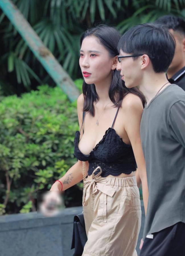 Nhiều gái đẹp gây chú ý vì vô tư mặc kiểu áo lót được yêu nhất mùa dịch dạo phố - 15