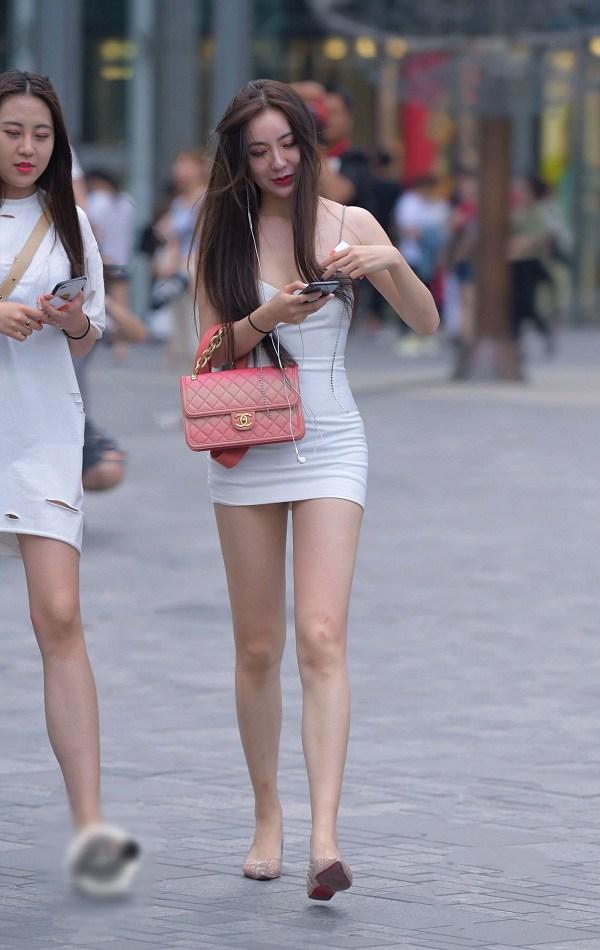 Ngán ngẩm trước những pha diện váy ngắn cũn, hớ hênh nội y của hội chị em - 8