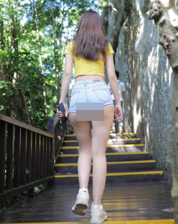Cứ mặc kiểu quần short jeans amp;#34;thị phiamp;#34; này, chị em dễ mắc lỗi hớ hênh nơi công cộng - 7