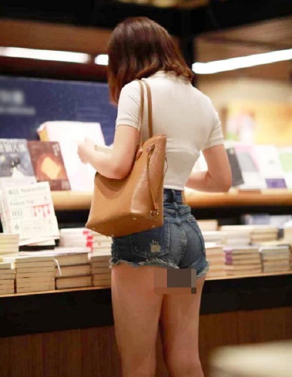 Cứ mặc kiểu quần short jeans amp;#34;thị phiamp;#34; này, chị em dễ mắc lỗi hớ hênh nơi công cộng - 10