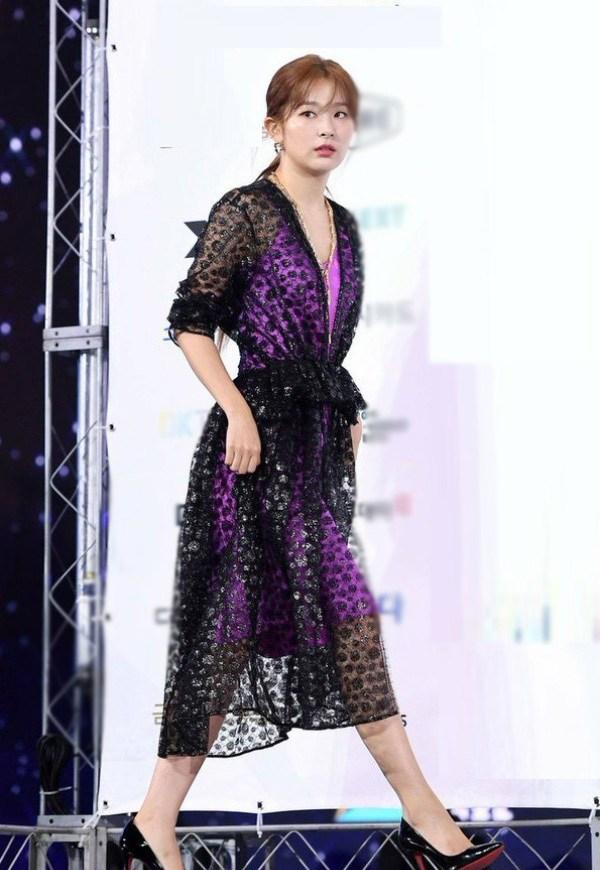 10 bộ váy xấu đến khó hiểu của sao Hàn, thần thái cỡ nào cũng bị tụt hạng phong cách - 10