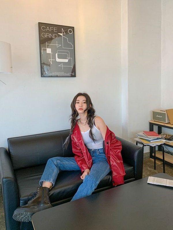5 cách tạo dáng chụp ảnh tại nhà siêu đẹp với 1 chiếc ghế sofa - 6