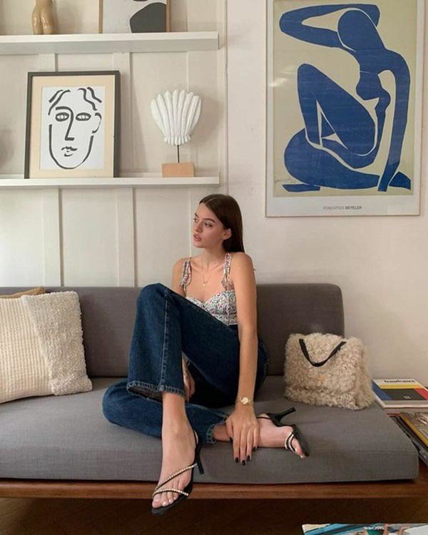 5 cách tạo dáng chụp ảnh tại nhà siêu đẹp với 1 chiếc ghế sofa - 7