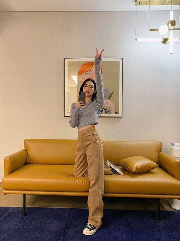 5 cách tạo dáng chụp ảnh tại nhà siêu đẹp với 1 chiếc ghế sofa - 9