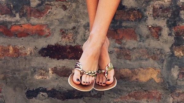 7 sai lầm khi lựa chọn giày dép mùa hè ai cũng mắc phải - 5
