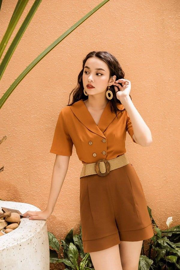 Chẳng cần mua đồ đắt tiền, 4 kiểu áo này đủ amp;#39;amp;#39;sang chảnh hoáamp;#39;amp;#39; phong cách của chị em - 16