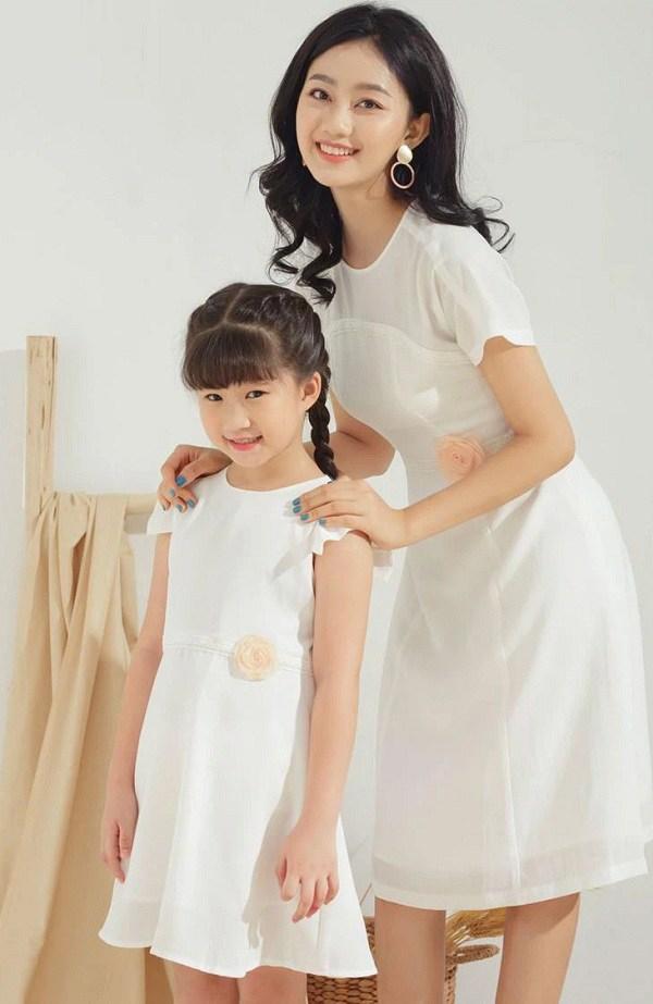 Trào lưu mặc đồ đôi cùng con đã có từ xưa, đẹp đến độ mẹ bỉm hiện đại bái phục - 15