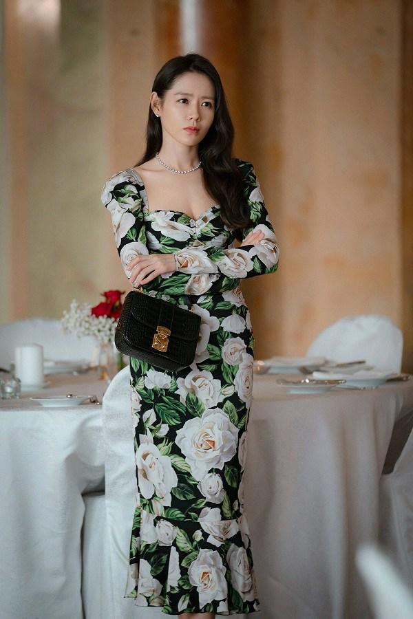 4 mẫu váy được lăng xê nhiều nhất trong phim Hàn, ai mặc lên cũng đẹp mê - 5