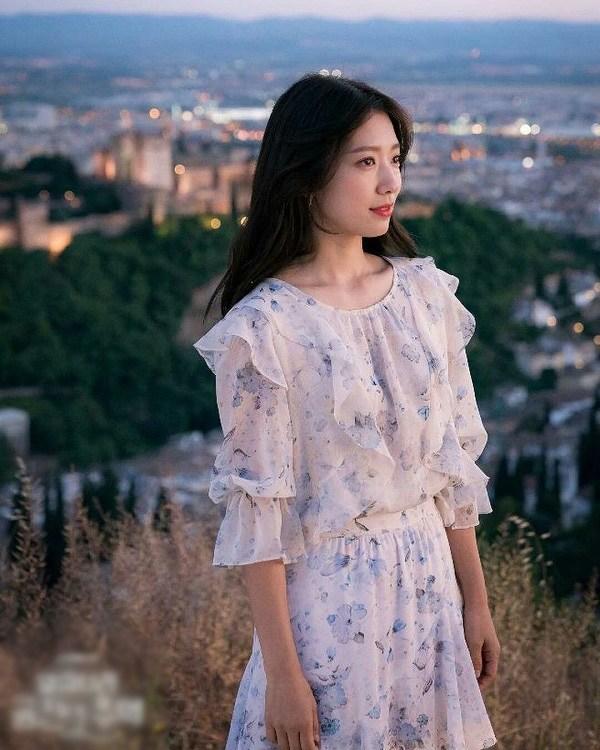 4 mẫu váy được lăng xê nhiều nhất trong phim Hàn, ai mặc lên cũng đẹp mê - 6