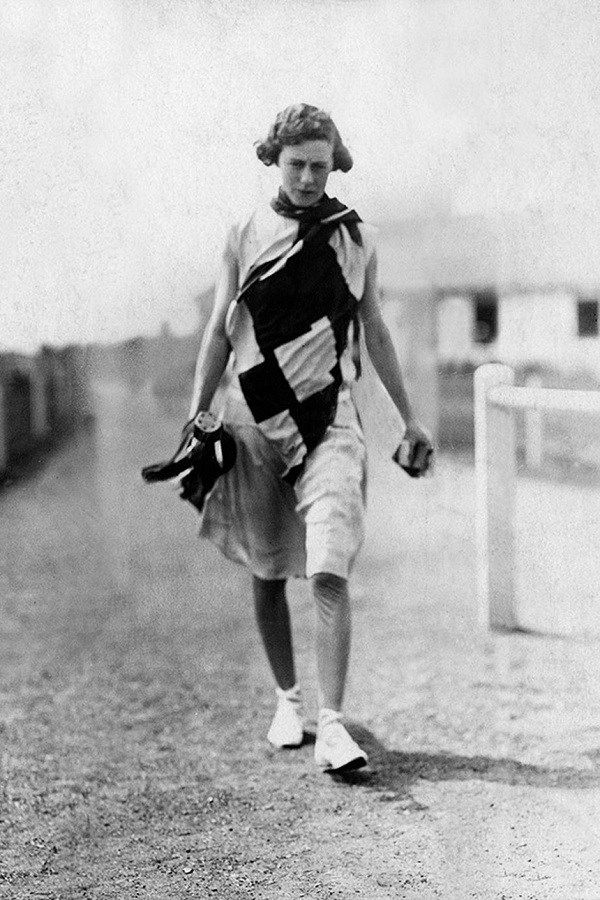 Ngày nay chị em tập thể thao diện sexy, đâu ngờ 100 năm trước cồng kềnh, kín hết cỡ - 3
