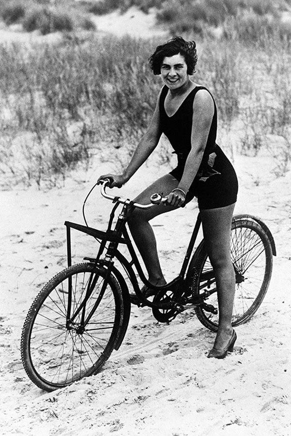 Ngày nay chị em tập thể thao diện sexy, đâu ngờ 100 năm trước cồng kềnh, kín hết cỡ - 4