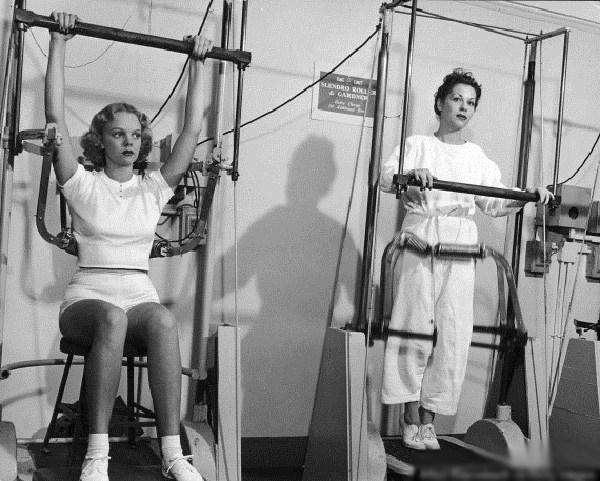 Ngày nay chị em tập thể thao diện sexy, đâu ngờ 100 năm trước cồng kềnh, kín hết cỡ - 6