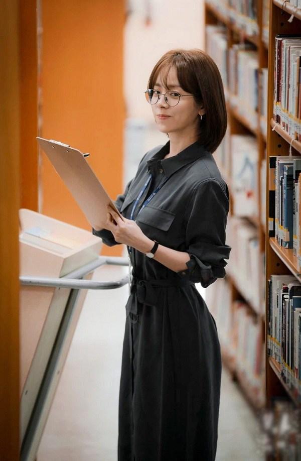 4 mẫu váy được lăng xê nhiều nhất trong phim Hàn, ai mặc lên cũng đẹp mê - 1