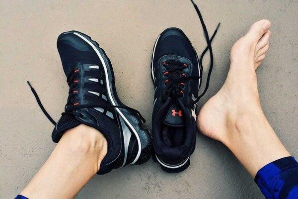 7 sai lầm khi lựa chọn giày dép mùa hè ai cũng mắc phải - 1
