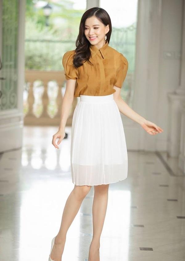 Chỉ mất hơn trăm nghìn mua một chiếc chân váy trắng, nàng tha hồ phối nhiều set đồ sang xịn - 1