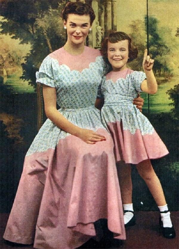 Trào lưu mặc đồ đôi cùng con đã có từ xưa, đẹp đến độ mẹ bỉm hiện đại bái phục - 1